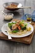 Wraps mit Hähnchenbrustfilet, Gemüse und Hummus