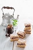 Weinkuchen vom Blech mit Pflaumenmus und Baiserhaube
