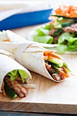 Chicken wraps filled with cucumber and carrots (China)