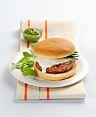 Hamburger mit Scamorza und Basilikumpesto