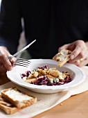 Pear salad with walnuts, radicchio and Gorgonzola