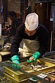Muscheln auf dem Nishiki-Markt in Kyoto, Japan