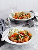 Schneller Gemüse-Wurst-Eintopf mit Kartoffelpüree