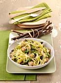 Bigoli con asparagi e polpettine (Nudeln mit Spargel und Fleischbällchen, Italien)