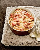 Macaroni and cheese with tomatoes and chorizo