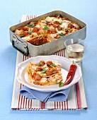 Pfannkuchenauflauf mit Fleischbällchen, Mozzarella und Basilikum