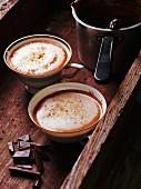 Heiße Schokolade mit Ingwer und Milchschaum