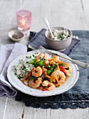Thai curry with prawns, mange tout and rice