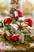 Christmas decorations with a miniature sledge, cinnamon stars and cinnamon bites