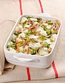 Nudelauflauf mit Zucchini, Mozzarella und Schinken