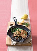Fried veal escalope with lemon and green beans