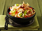Asiatische Reisnudeln mit Putenbrust und Gemüse