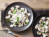 Pilz-Carpaccio mit Pinienkernen und Parmesan