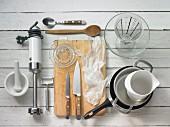 Küchenutensilien für die Zubereitung eines Schwarzwurzel-Risottos