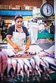Fischstand am San Camilo Markt (Mercado San Camilo), Arequipa, Peru, Südamerika