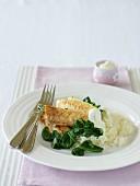 Würzige Fischfilets mit Spinat und Joghurt