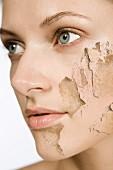 Frauengesicht mit abblätternder Haut