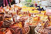 Kumquats in Körben auf dem Markt
