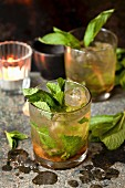 Cocktails with whisky, Prosecco and mint