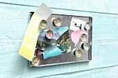 DIY-Kronkorken-Magnete aus alten Stadtplänen und Karten