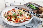Asiatischer Glasnudelsalat mit Gemüse