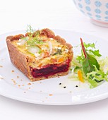 Beetroot and fennel quiche with lettuce