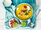 Kürbis-Ingwer-Suppe mit Garnelen (Thailand)