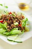 Hackfleisch im Salatblatt