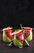 Gurken-Dill-Joghurt mit Tomaten-Tatar und Parmesan-Cracker