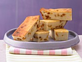 Cheesecake bars with mango