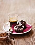 Schokoladen-Rote-Bete-Cupcakes mit Kaffee