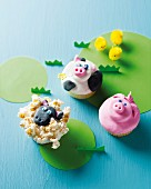 Funny animal-themed cupcakes (sheep, pig and cow)