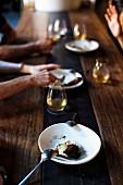 Gebratene Birnen mit Vanille-Mascarpone und kandierten Haselnüssen