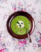 Pea soup with mint and chilli