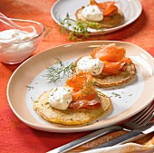 Blinis with smoked salmon, crėme fraîche and dill