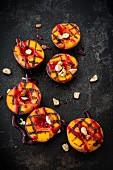 Gegrillte Pfirsiche mit Himbeersauce