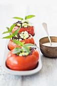 Tomaten mit Linsenfüllung