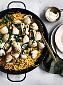 Fideua with clams