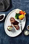 Rindersteak mit Folienkartoffel und Gemüse