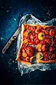Puff pastry tarts with colourful tomatoes