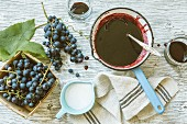 Grape jelly and fresh grapes