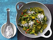 Gemüsecurry mit Okraschoten und Kokosraspeln