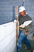 Builder using a spirit level