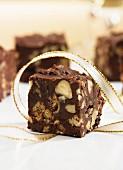 Schokoladenkonfekt mit Haselnüssen
