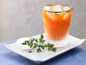 A speedy spinach cocktail with carrot and celery juice