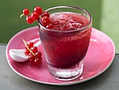 An apple and grapefruit drink with redcurrants