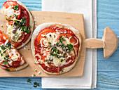 Tomatenpizza mit Sardellen und Gremolata