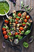 Chicken skewers with pesto, tomatoes and basil