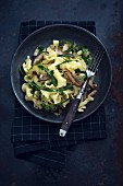 Trumpet-shaped pasta with porcini mushrooms, onion and rocket (vegan)