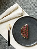 Karamellisierte Buttermilch-Tarte aus dem Restaurant Kadeau in Kopenhagen, Dänemark
